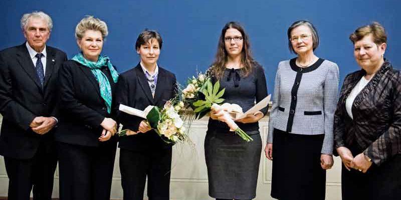 A Magyar Tudományos Akadémián női tudósokat díjaztak
