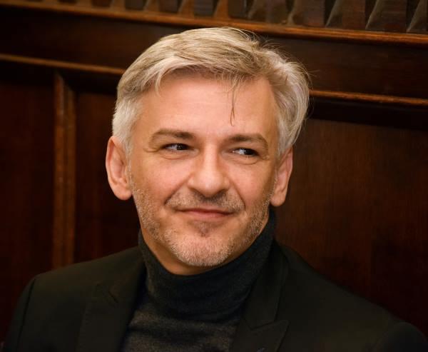 Alföldi Róbert rendezi a Hegedűs a háztetőn-t a Budapest Sportarénában