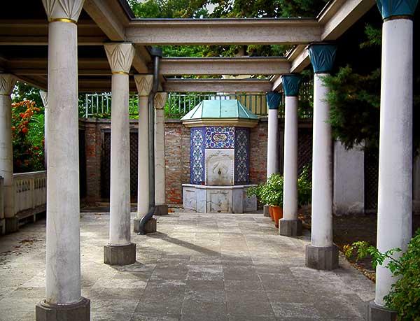 Csaknem hétezren látogatták júniusban a Gül Baba Kulturális Központot