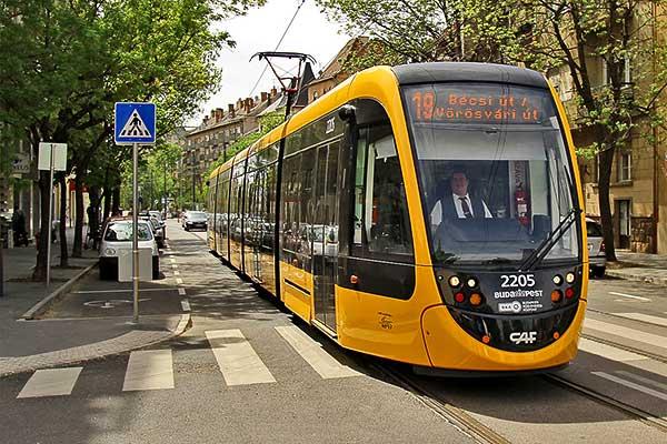 Újabb 56 méteres CAF-villamos érkezett Budapestre