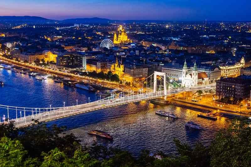 Lekapcsolják A főváros díszkivilágítását a Föld órája akcióhoz csatlakozva